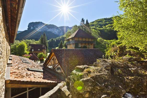 Castel Damandre Hôtel et Restaurant Gastronomique dans le Jura près de la Cascade des Tuffs à Arbois